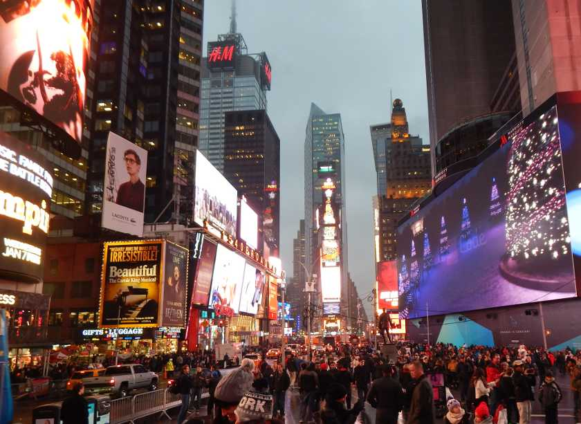 Der Times Square in New York am Abend.