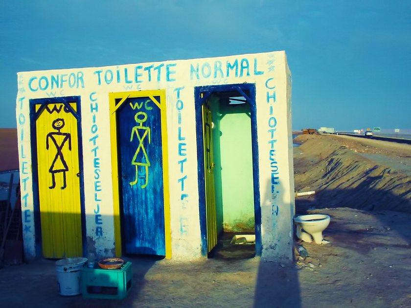 toilettengeschichten weltweit stille rtchen. Black Bedroom Furniture Sets. Home Design Ideas