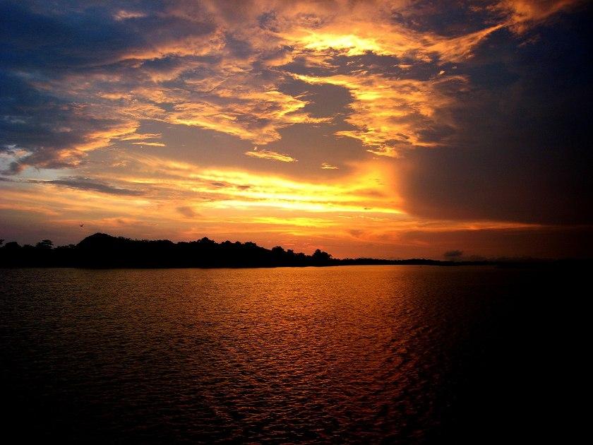 Der Amazonas im Sonnenuntergang