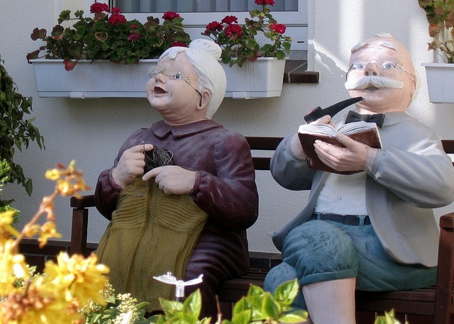 Oldies Oma Und Opa Auf Der Bank