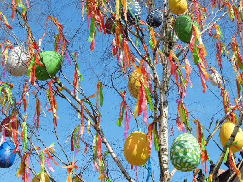 Prag an Ostern, Osterbaum mit Eiern