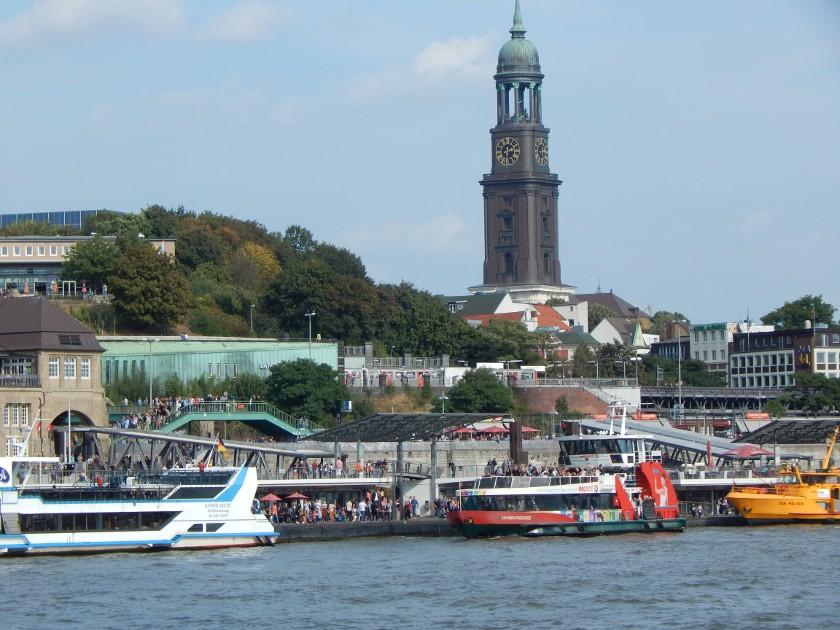 Hamburg Landungsbrücken mit Michel