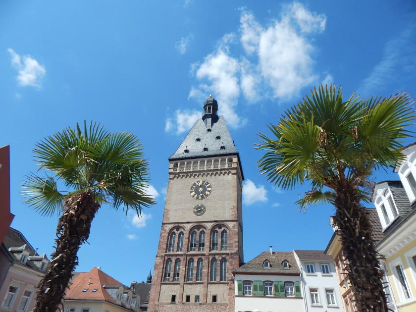 Ein Tag in Speyer, Blick auf das Altpörtel in der Maximilianstraße.