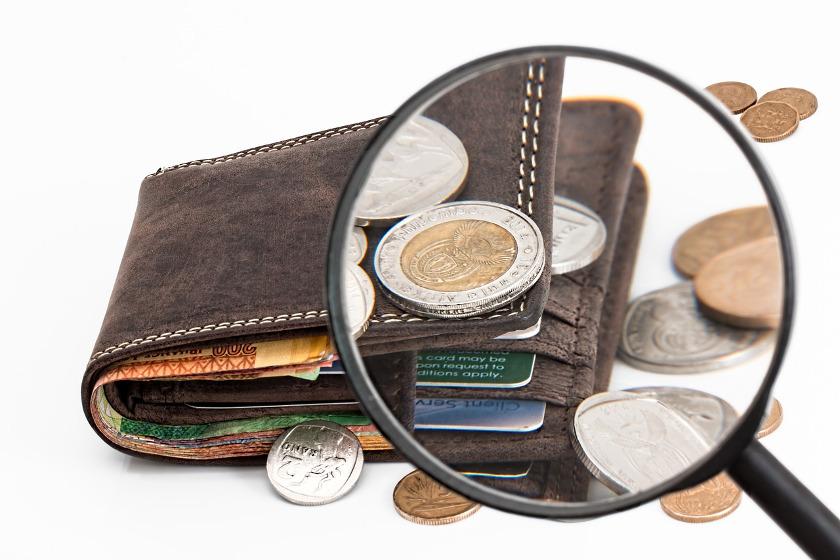 Portemonnaie mit Bargeld, Münzen, Scheinen und Karten