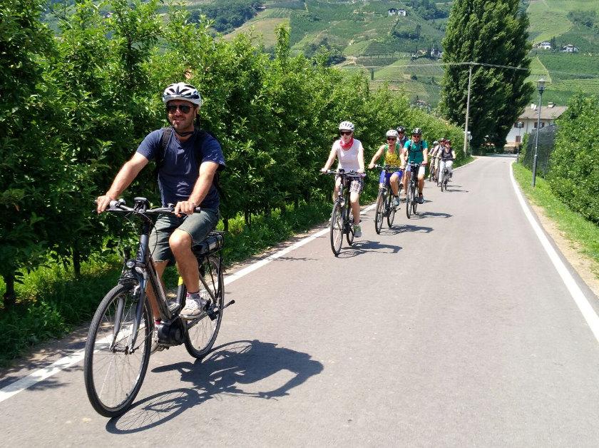 Genusstouren mit dem Rad rund um Meran, Südtirol von Sissi Tours.
