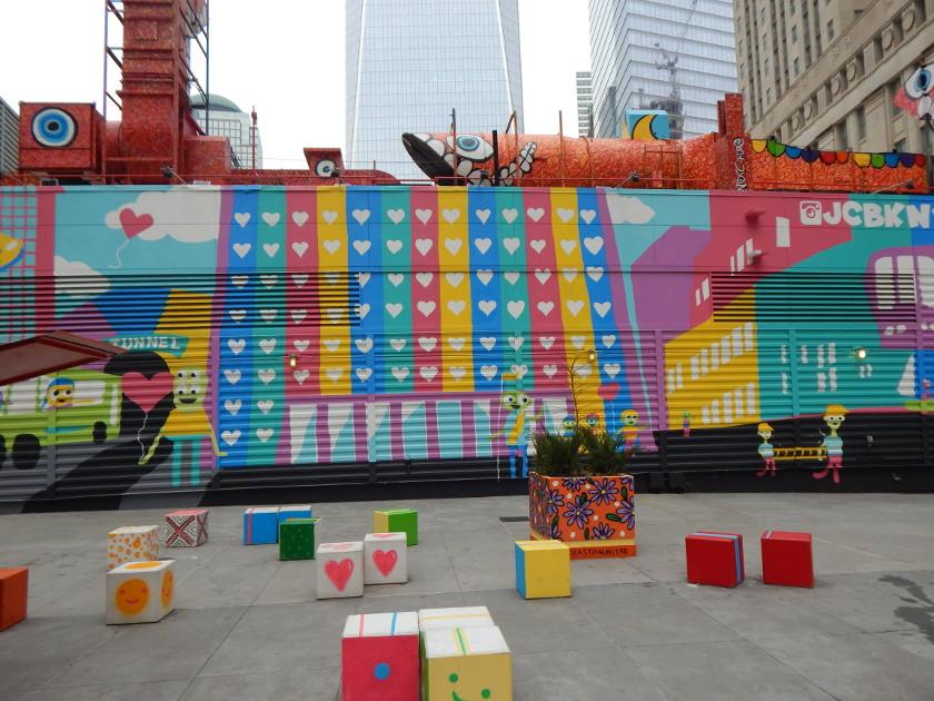 "Street Art in New York, Kunst auf den Silverstein Properties. ""Follow Your Heart"" von John Arthur Carr."