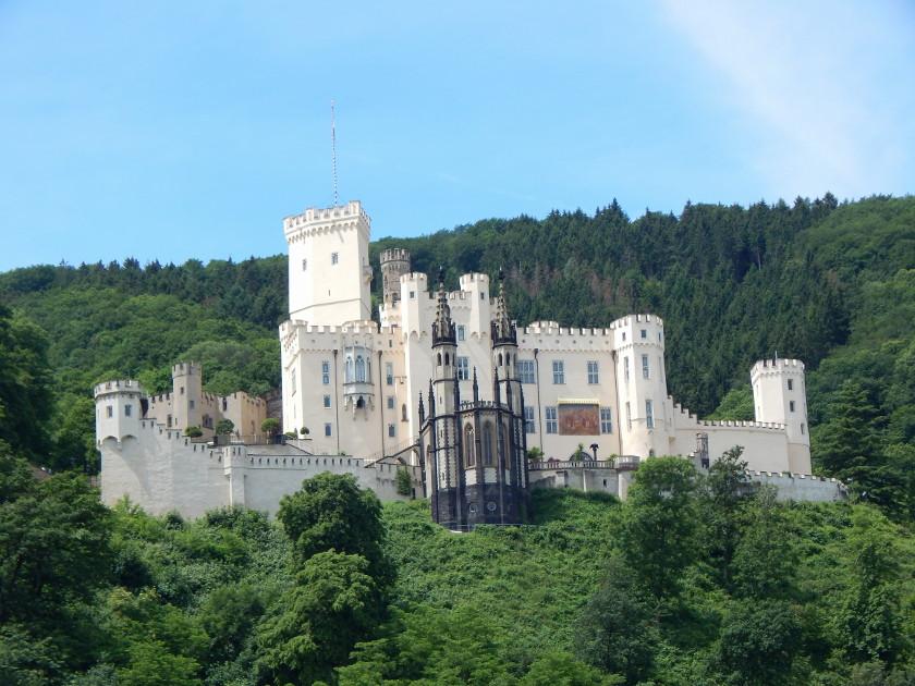 Schloss Stolzenfels am Rhein, im Tal der Loreley.
