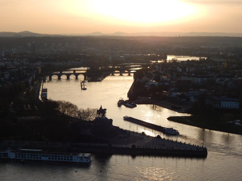 Sonnenuntergang über Koblenz am Rhein, Blick von der Festung