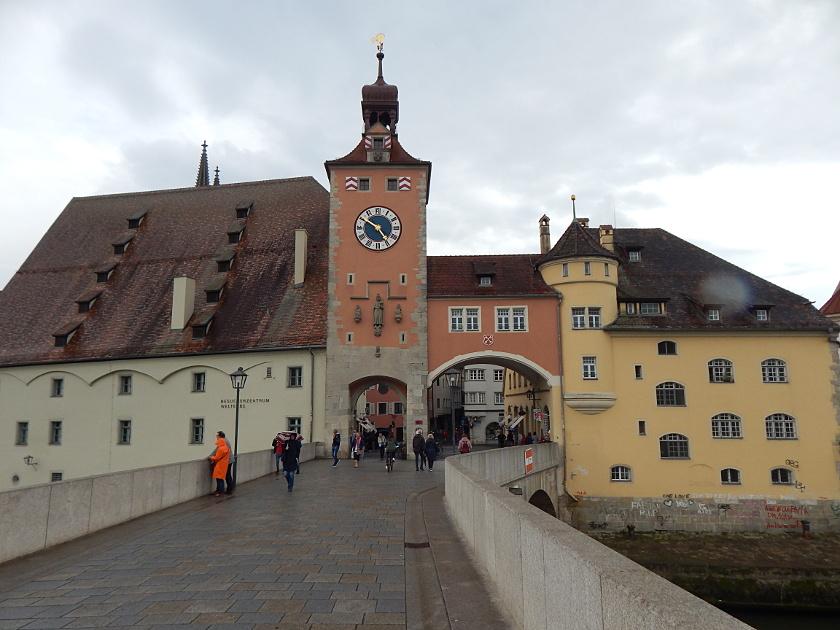 Regensburg von der Steinernen Brücke aus gesehen.